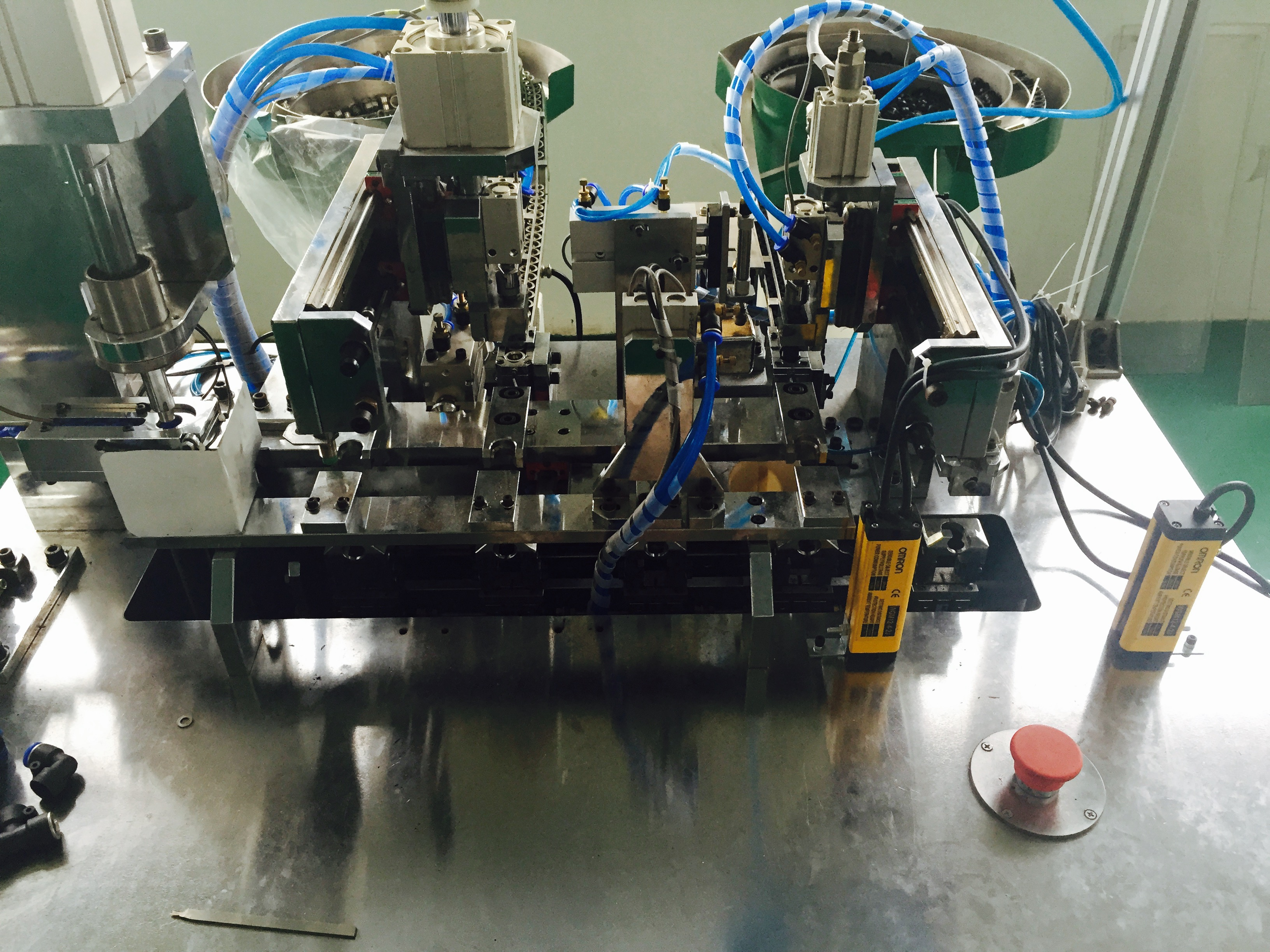 Auto Assembling Machine
